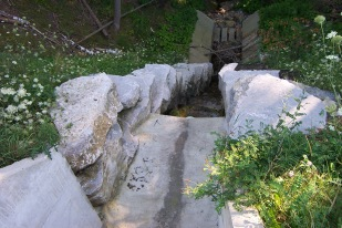 The Kerrowood Estates Stormwater Management Facility in Kleinburg, Ontario required an outfall structure to transfer flows over four meters to the valley below.